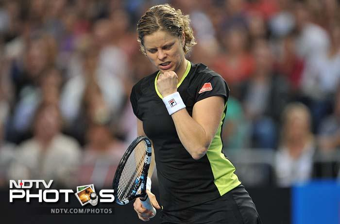 In the women's division, Clijsters powered past Daniela Hantuchova 6-3, 6-2.