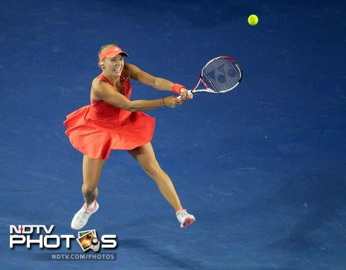 World Number 1 Caroline Wozniacki had no such problems. She defeated Jelena Jankovic in straight sets to reach the quarter-finals.