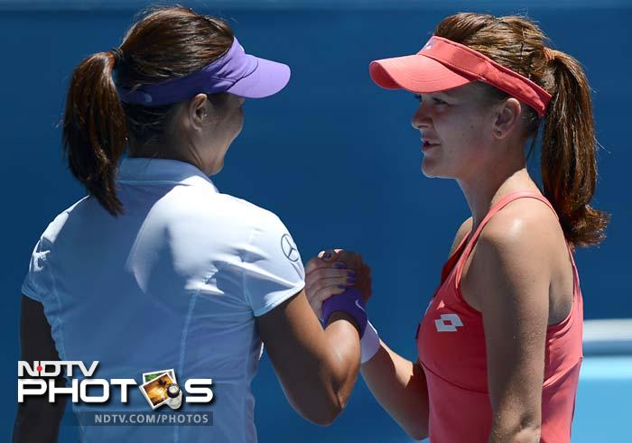 Li became the first player to take a set off Radwanska and won the match 7-5, 6-3.