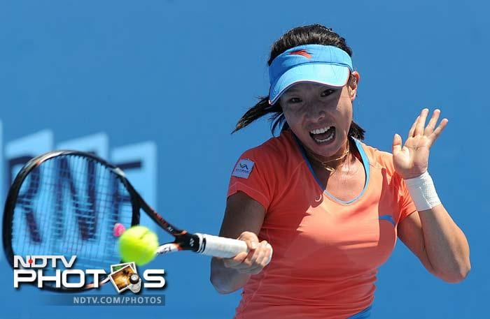 Zheng Zie of China also won her singles match, defeating Roberta Vinci of Italy 6-4, 6-2.