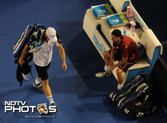 Roddick (left) was two sets down despite winning the opener but eventually decided to call it quits because of his injury.