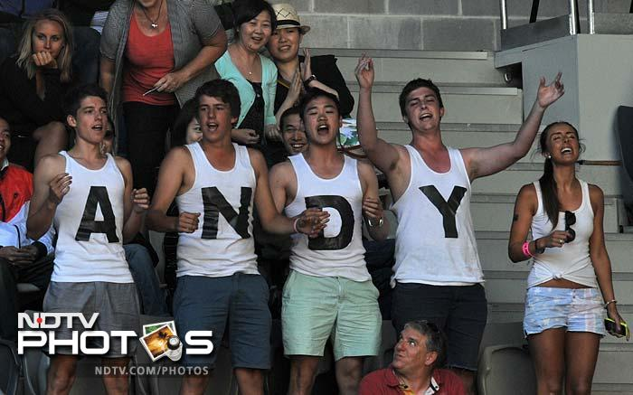 Andy Roddick had a good support from the crowd here but the American could not deliver and retired against Lleyton Hewitt of Australia.