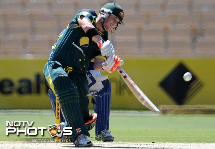 The hosts were asked to bat and were given a strong start by David Warner (in pic) and Matthew Wade. The two put together 75 runs for the first wicket.