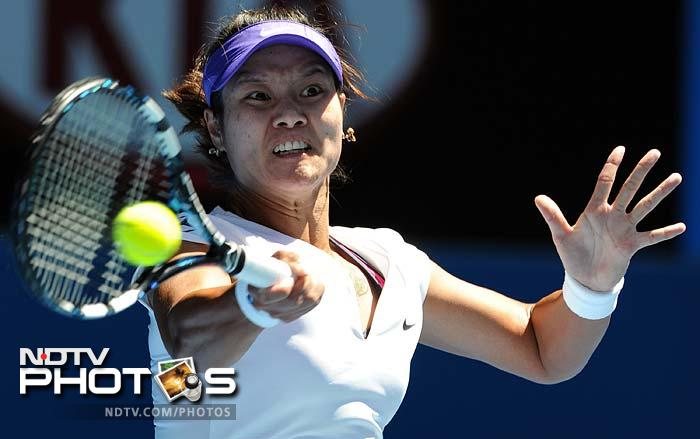 China's Li Na also sailed through to round two with a 6-3, 6-1 victory over Ksenia Pervak.