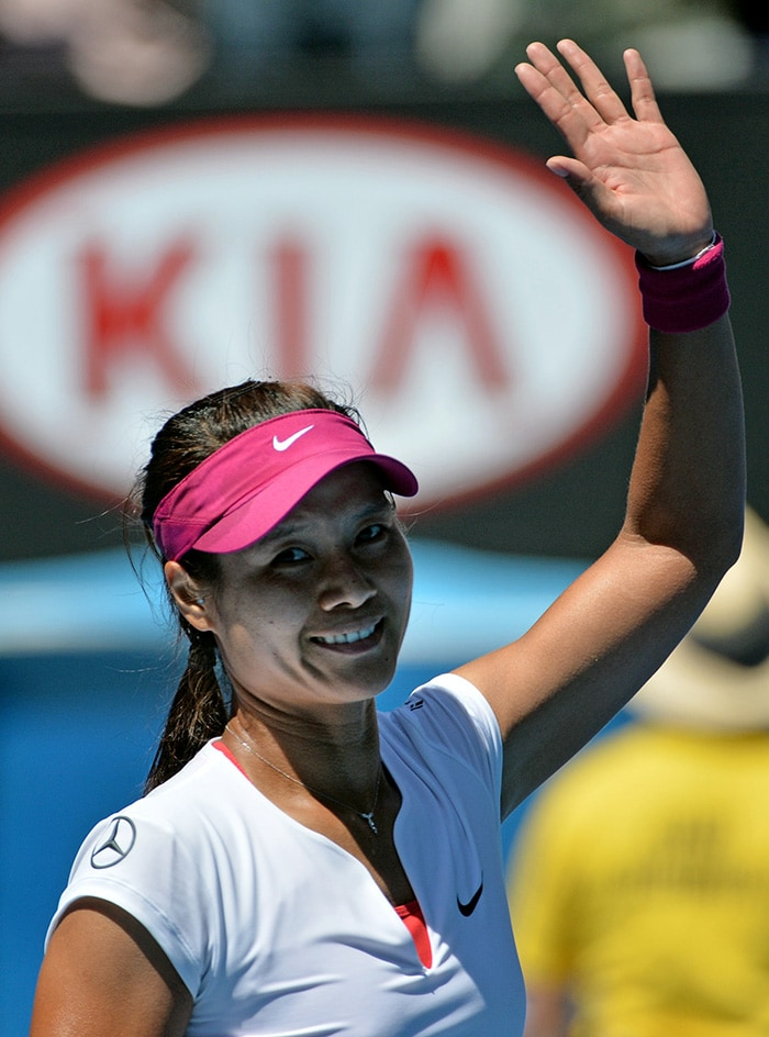 Li Na cruised to a 6-2, 6-4 win and will now face Dominika Cibulkova for the title.