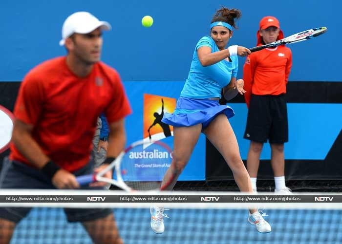 Playing with first-time Romanian partner Horia Tecau, Sania Mirza won her mixed doubles first round against Hao-Ching Chan of Chinese Taipei and Robert Lindstedt from Sweden. The sixth seeded Indo-Romanian pair erased a one-set deficit to win 4-6 7-6(3) 10-8.