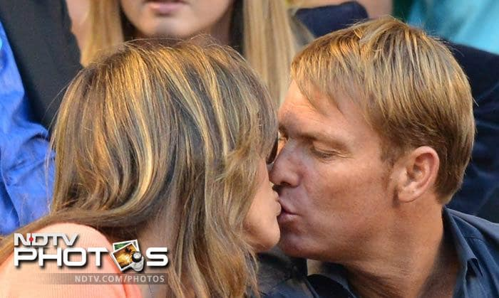 Why was it romantic? This is why...<br><br> Former cricketer Shane Warne and actress Elizabeth Hurley were seen at the Rod Laver Arena. They looked their cosy, mushy, romantic best.