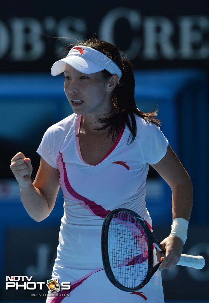 Zheng Jie pulled packed off Samantha Stosur after some hard tennis to win 4-6, 6-1, 5-7.