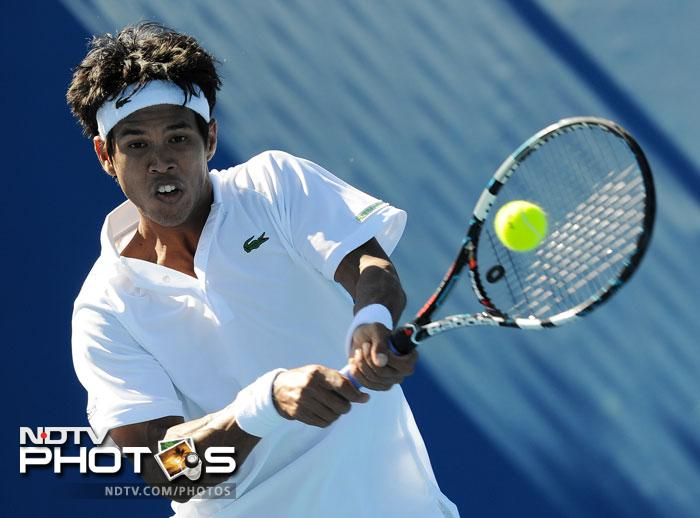 Somdev Devvarman proved a point after having been left out of the Davis Cup team as he overcame Bjorn Phau in four sets to take the match 7-8, 6-3, 6-2, 6-3.