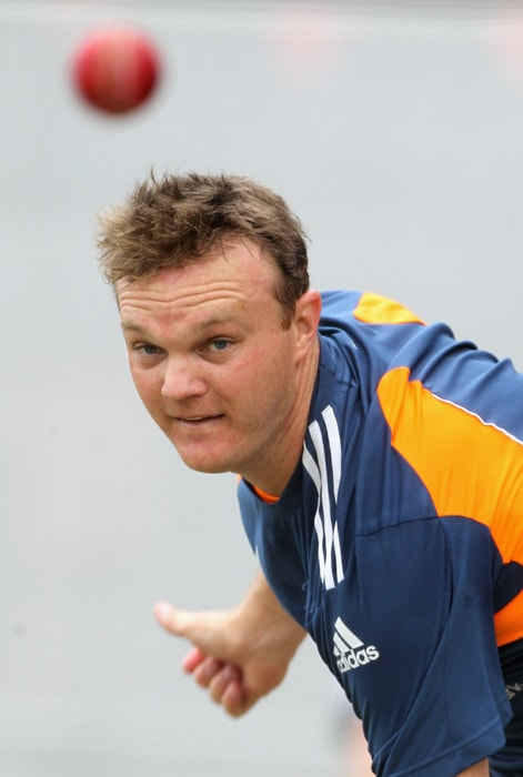 <b>DOUG BOLLINGER</b><br><br> <b>Age: </b>29.<br><b>Role: </b>Left-hand batsman, left-arm medium.<br> <b>Stats: </b>ODIs 32, Runs 40, Highest 30, Average 10.00, Strike-Rate 100.00, Centuries 0, Fifties 0, Catches 7. Wickets 50, Best Bowling 5-35, Average 24.16, Economy-Rate 75.78.<br><br> Full of character fast bowler who struggled for form and fitness in the Ashes and can trouble batsmen with his angled deliveries and swing. Starred with bat and ball in 2nd ODI win over England in Hobart scoring 30 and taking 4-28.(Photo: Getty Images)