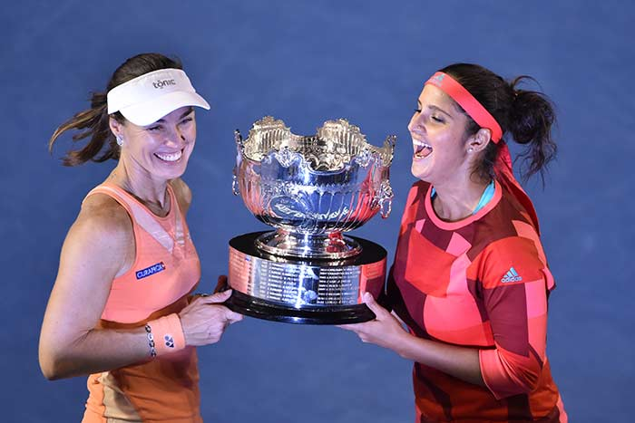 Sania Mirza-Martina Hingis Win Women's Double Title, Andy Murray Fights to Enter Australian Open Final
