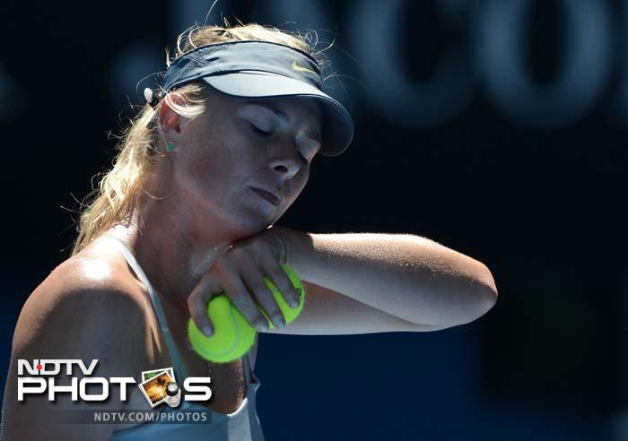 Four-time major-winner Sharapova could have returned to world number one if she had won her second Australian Open title, but Li's ball-striking had her on the back foot from the beginning.