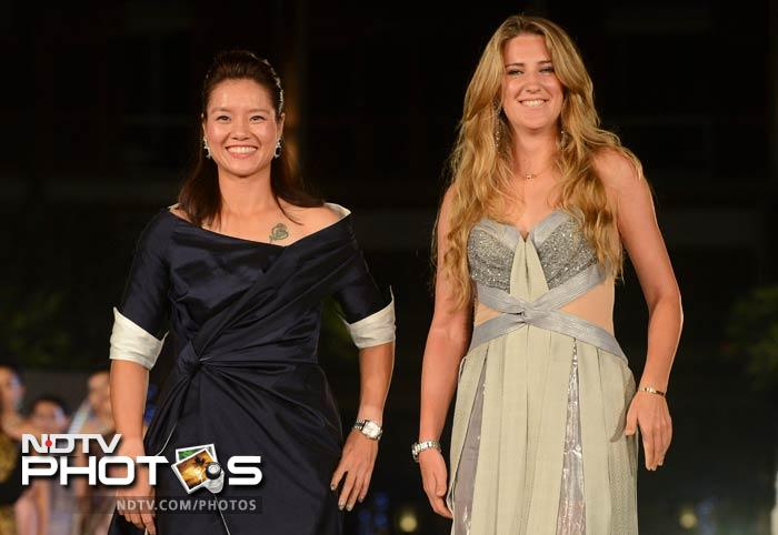 Victoria Azarenka and Li Na light up the ramp at the Thai silk fashion show.