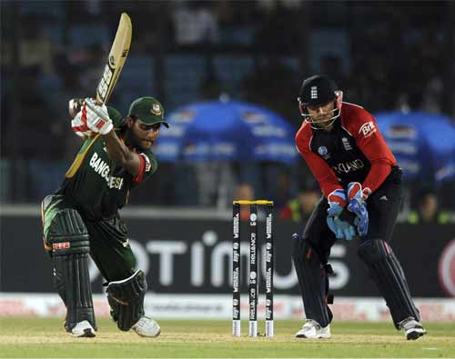 Bangladesh began their chase well. Imrul Kayes' 60 gave his team a solid foundation.