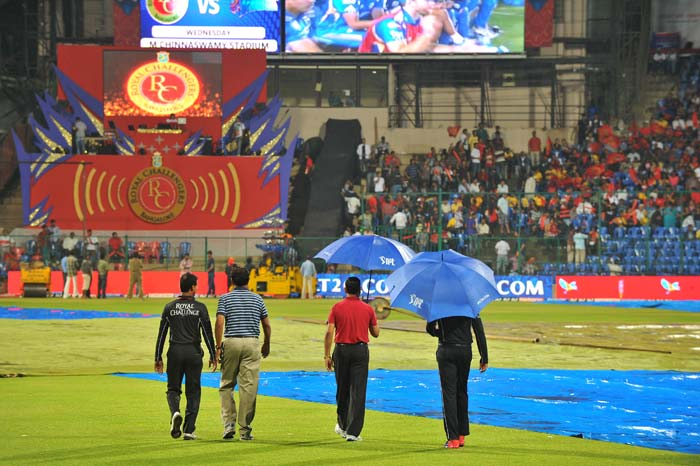 Match officials too were clueless as the weather played hide and seek here. (AFP PHOTO/Manjunath KIRAN)