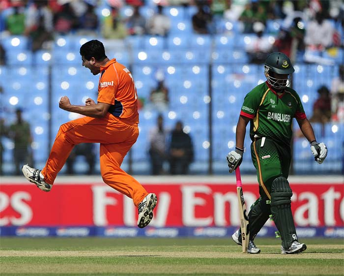 The Netherlands had got off to a good start when Mudassar Bukhari snapped up opener Tamim Iqbal, for a duck, on only the 4th ball of the inning.