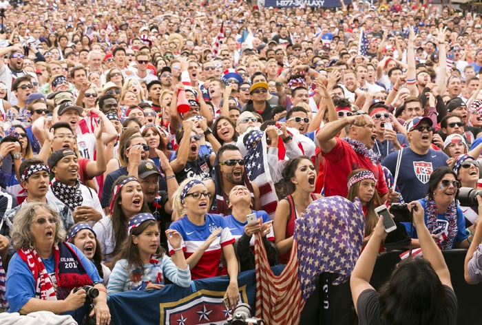 Usa Soccer Fans World Cup Fans Cheer USA as They...