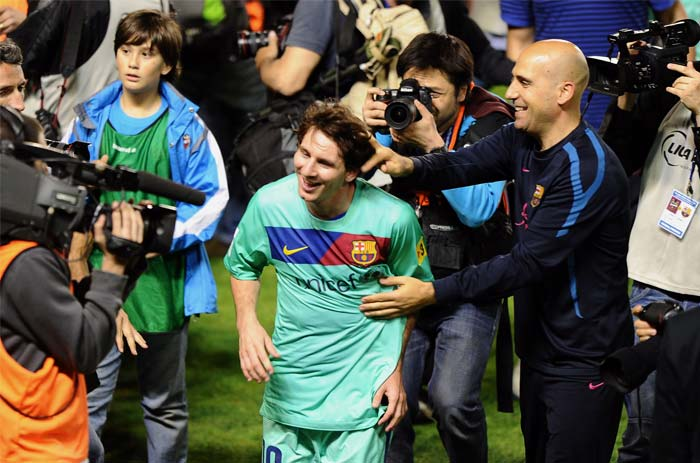 People can't get enough of Barcelona top-scorer Lionel Messi after the team was crowned Spanish champions for the third successive season with a 1-1 draw at Levante, clinching a 21st domestic title with two games to spare. (AFP PHOTO)