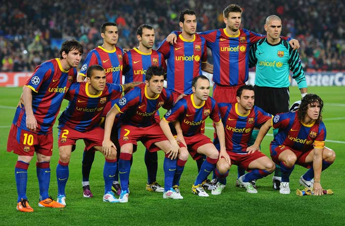 Barcelona's players pose before the Champions League semi final second leg football match between Barcelona and Real Madrid at the Camp Nou stadium in Barcelona. (AFP Photo)