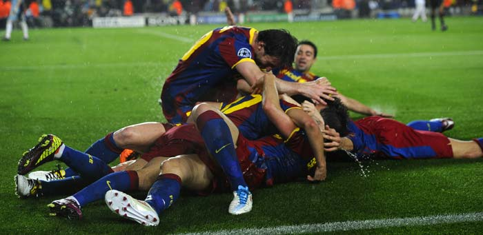 Barcleona's players celebrate after Barcelona's forward Pedro Rodriguez scored the goal. (AFP Photo)