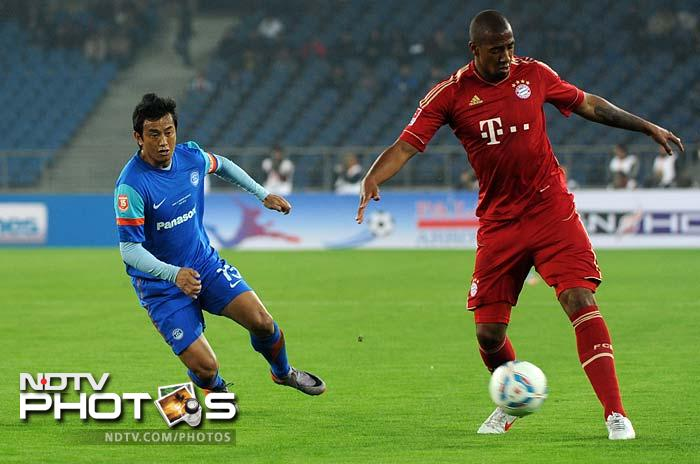Bayern moved in for the kill from the beginning as almost nine players manned the Indian defense.