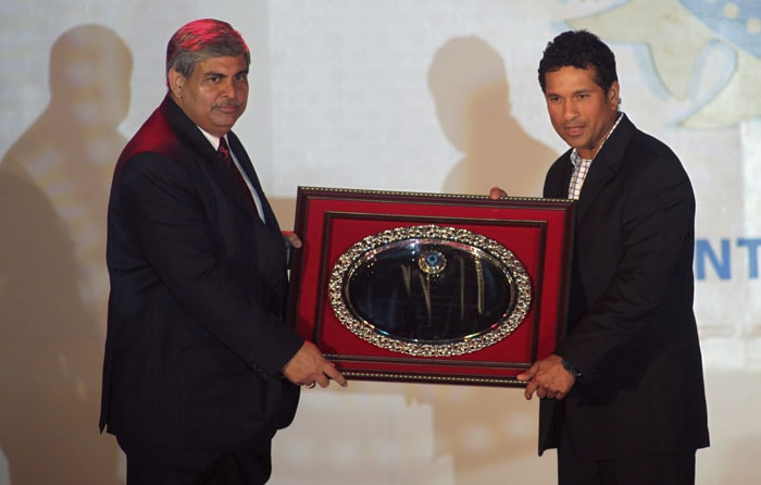 BCCI President Shashank Manohar presents an award to Sachin Tendulkar for completing 20 years in cricket during BCCI awards 2008-2009 in Mumbai. The BCCI presented its annual awards in various categories for domestic, international cricket and a lifetime achievement award for contribution to Indian cricket. (AP Photo)