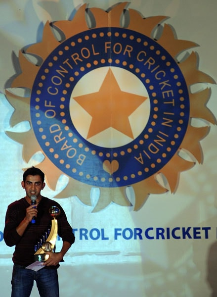 Gautam Gambhir speaks after receiving the Polly Umrigar trophy for the Most Outstanding Player of the year award presented to him for the season 2008-09 at the BCCI annual award function in Mumbai. (AFP Photo)