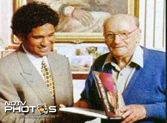 <b>Meeting the Don and the comparison: </b>Appreciation has never been scarce for Sachin Tendulkar but nothing can be matched with the comparison with the greatest the game has ever seen: Don Bradman. The man who finished his career with a near 100-run average, himself verified the similarity, saying that Sachin's playing style reminded him of his own batting.