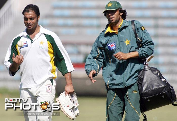 <b>Shoaib Akhtar vs Mohd Asif:</b> These two temperamental Pakistan pacers had a face off in 2007, a week before the inaugural World T20. Apparently the fight between the two started after Asif and Shahid Afridi disagreed with Shoaib that he shared the same stature as Imran Khan in Pakistan cricket and even ridiculed him for making such a comparison. Shoaib went on to hit Asif with a bat on his left thigh. He was recalled and banned for 5 matches.