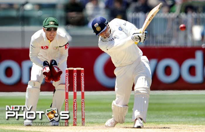 After Gambhir's fall, Virender Sehwag along with Rahul Dravid provided the much needed impetus to India's innings.