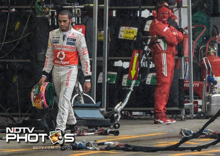 But the biggest casualty of the day was Lewis Hamilton who crashed while leading the race at Lapp 55 after Force India's Nico Hulkenburg clipped his car's rear while trying to overtake. Lewis's last race with McLaren came to a disappointing end, but he returned to pit for a standing ovation for fighting hard till the end.