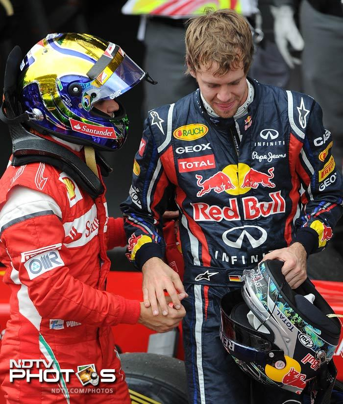 Sebastian Vettel broke former world champion Nigel Mansell's 19-year record by claiming his 15th pole position of the season.