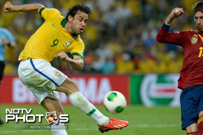 Fred's goal put Brazil in the lead early on in the first half. Spain were clearly on the defensive as the men in yellow looked to push forward.