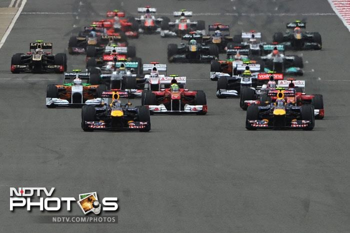 The race started rather poorly for Mark Webber as he saw his teammate and Championship leader Sebastian Vettel overtake him at the very start.