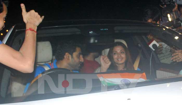 Ash and Abhi cheer with the crowd. (Photo: Varinder Chawla)