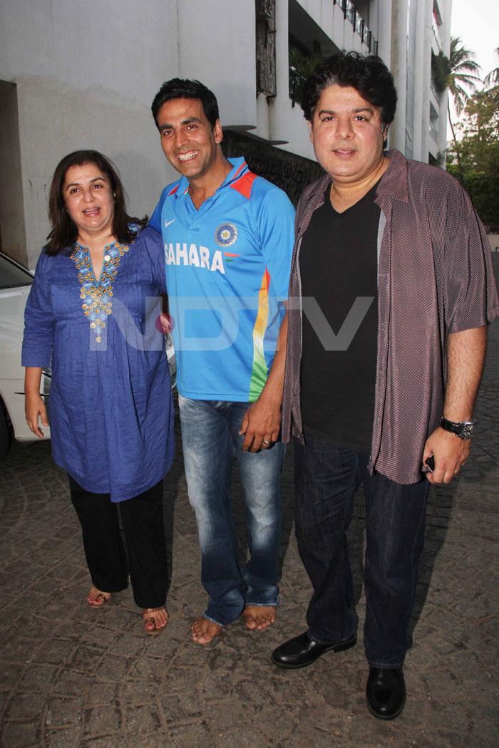 Akshay Kumar spent match-time with Farah and Sajid Khan.<br>(Photo Courtesy: Varinder Chawla)