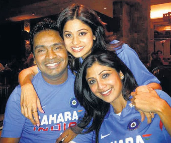 """The Shetty sisters Shilpa and Shamita bonded over cricket. <br> <b>Source:</b>:<b><a href=""""http://mid-day.com"""" ;="""""""" style=""""color: rgb(0, 51, 153);"""">Mid-Day.com</a>"""
