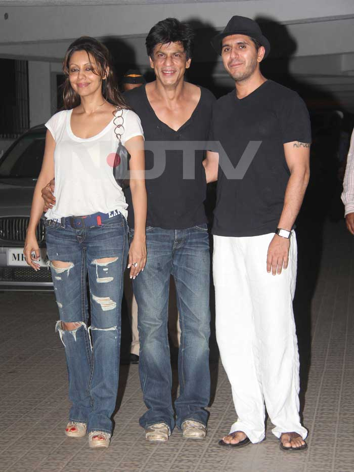 Shah Rukh and Gauri pose with the host of the evening Ritesh Sidhwani.<br>(Photo Courtesy: Varinder Chawla)