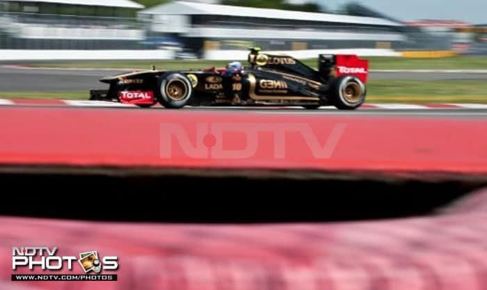 Russian Vitaly Petrov of Lotus Renault rounded off the top-10 of the Canadian Grand Prix qualifying. (AFP PHOTO)