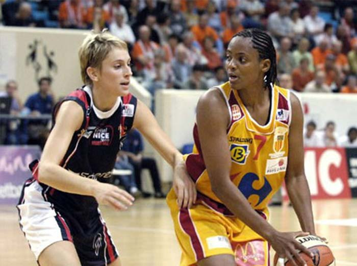 <b>Edna Campbell:</b> This former basketball player suffered from breast cancer during her fourth season as a professional. She returned to the court after beating cancer. In 2006, her return to basketball was voted as the 'most inspirational moment' in WNBA history.