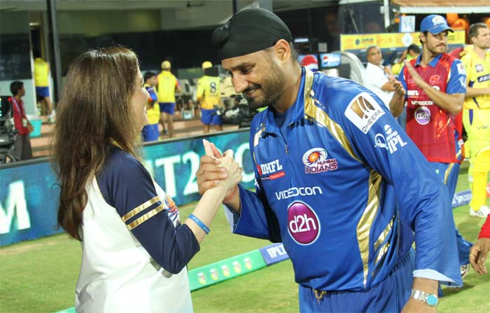 No such problems for Mumbai Indians' Nita Ambani who is seen here congratulating Harbhajan Singh. (BCCI image)