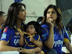 Photo : Celebrities with young brigade at the IPL 2013
