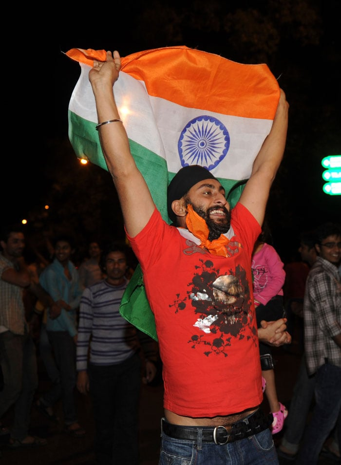 Fans celebrate at India Gate in the New Delhi. (Photo courtesy: AFP)
