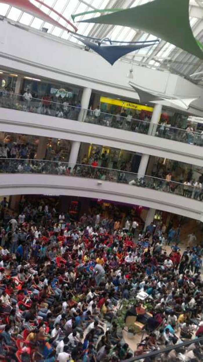Happiness in Mumbai: cricket fever at inorbit mall vashi thousands of people.