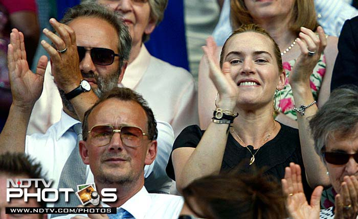 Hollywood actress Kate Winslet (C) and her now estranged director husband Sam Mendes (L) attend a tennis match between Croatia's Ivo Karlovic and Switzerland's Roger Federer at the 2009 Wimbledon tennis championship.