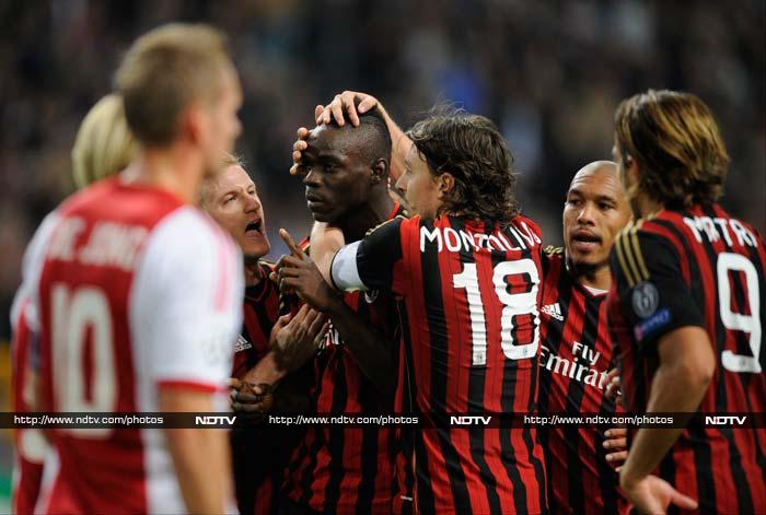 In another group H match, Mario Balotelli converted a penalty in the fourth minute of injury time to give AC Milan a 1-1 draw against Ajax.