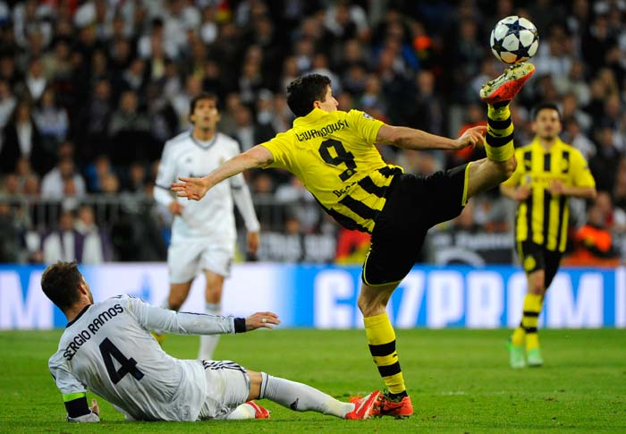 Real Madrid's defender Sergio Ramos (L) vies with Dortmund's Polish striker Robert Lewandowski during the UEFA Champions League semi-final second leg match Real Madrid at the Santiago Bernabeu stadium on April 30, 2013.