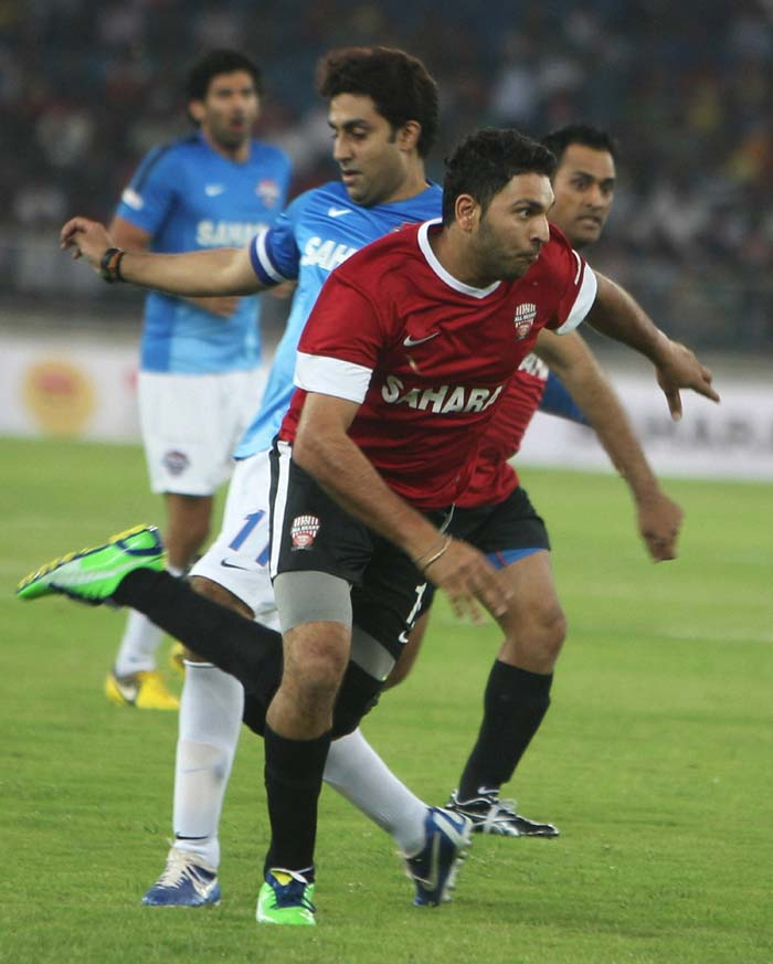 A fully committed Yuvraj Singh is seen in action here against the actors who were playing under Abhishek Bachchan.