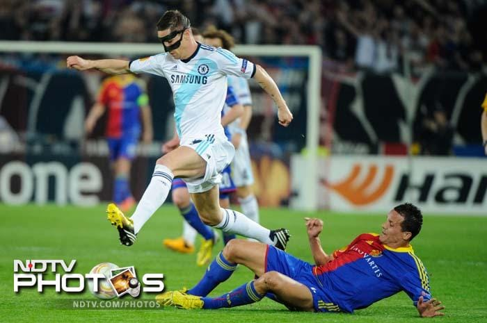 Fernando Torres, who has been in fine form at the Europa League, continued with his exploits, albeit going goalless. He could have scored once had a left-footer not cracked upright. Another fine move by Torres and Moses went a begging as Eden Hazard could not send the ball towards goal-mouth.