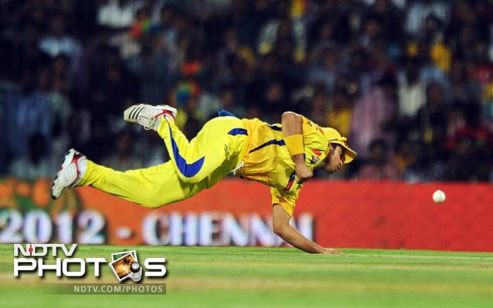 After a wonderful performance with the bat, Chennai showed some wonderful efforts on the field. Suresh Raina is seen here diving to save runs for runs.